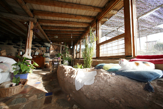 earthship interior entrance 1024